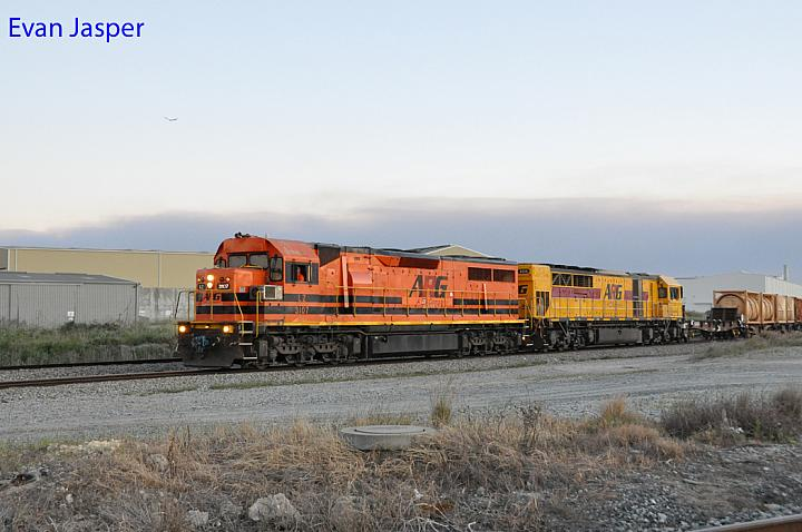 LZ3107 and Q4016 on 5025 freighter seen here rolling though Forrestfield South on the 5th October 2017